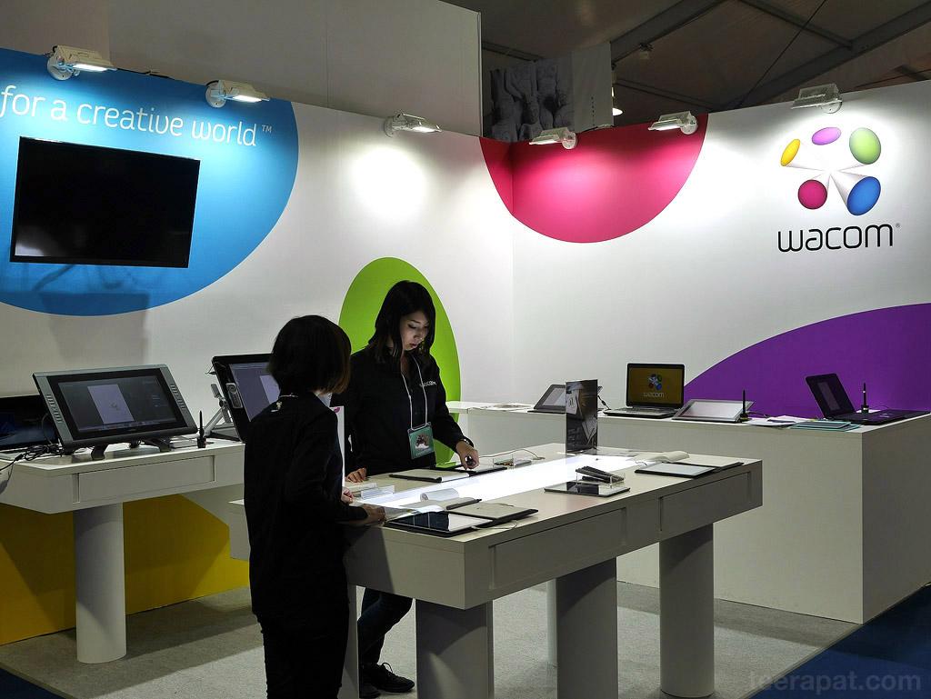 wacom สายกราฟิกน่าจะคุ้นเคยแบรนด์นี้ดี ผลิต tablet สำหรับวาดรูปครับ